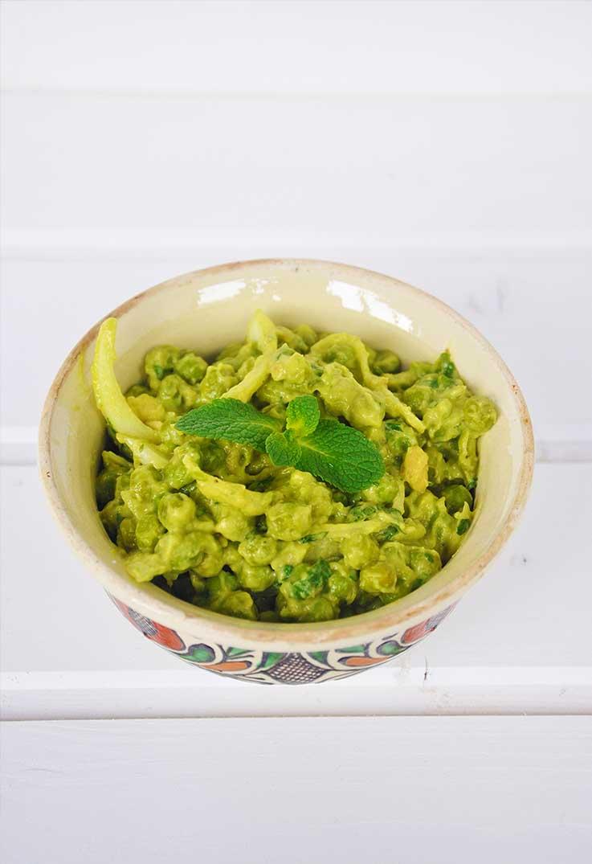 Retete de salate bogate in proteine Salata de mazare verde cu maioneza avocado menta