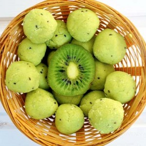 Raw vegan exotic avocado truffles Trufe raw cu avocado tropical