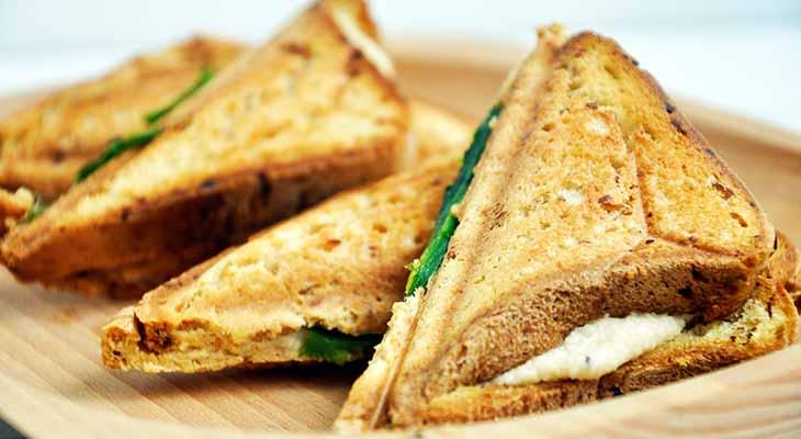 Gluten-Free Grilled Vegan Cheese Sandwich Sandvis cu branza topita vegana reteta