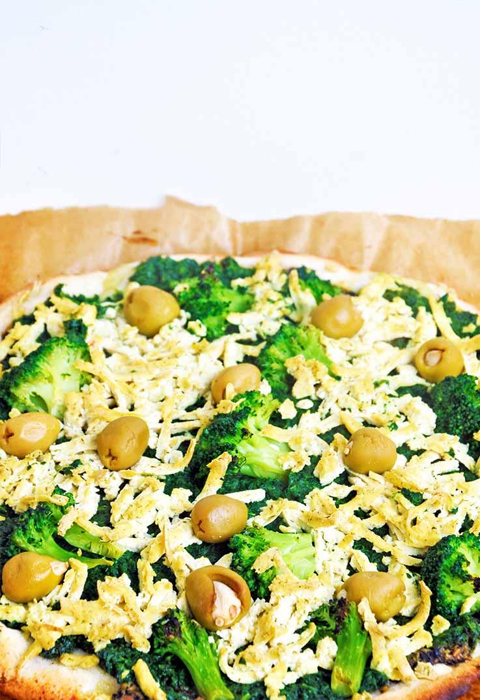 Green Vegan Pizza Crust No Knead Gluten-Free pizza verde vegana fara gluten reteta