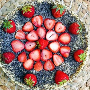 No Bake Vegan Poppy Seed Cheesecake vegan cu mac si capsuni fara coacere reteta