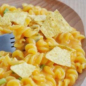 Vegan Nacho Cheese Pasta Paste fara gluten cu sos de nachos