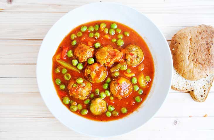 Vegan Meatball Stew mancare de mazare cu chiftelute vegetale reteta