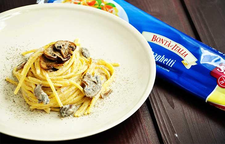 vegan-mushroom-alfredo-pasta-paste-cu-sos-alfredo-vegan-si-ciuperci