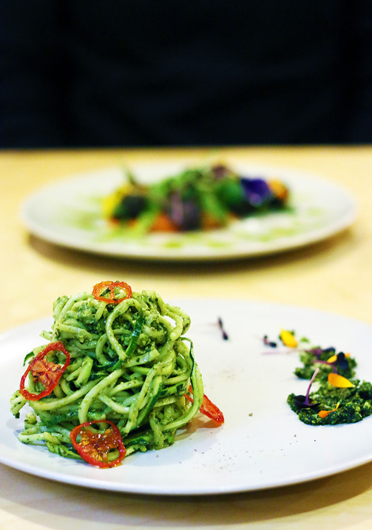 raw vegan zucchini spaghetti