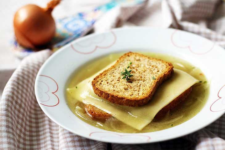 vegan french onion soup supa de ceapa frantuzeasca vegana