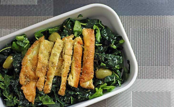 salata de kale - breakfast kale salad