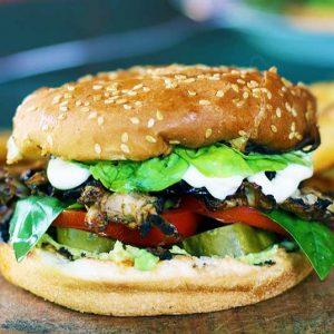 vegan chicken burger vegan cu pui la gratar