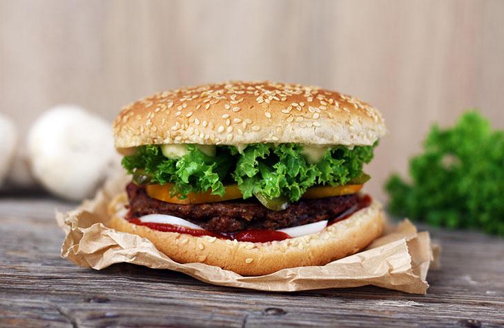 vegan mushroom burger cu ciuperci