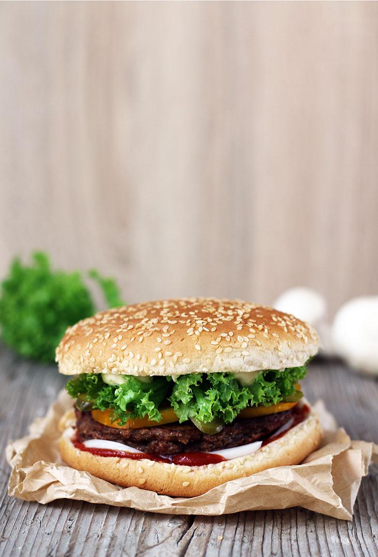vegan mushroom burger cu ciuperci vegan