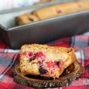 Vegan Sponge Cake with Red Currants chec vegan pufos cu coacaze rosii reteta