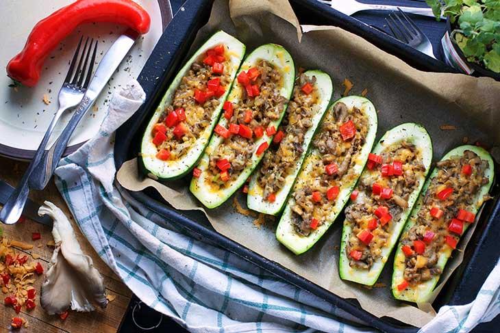 Zucchini boats with mushroom stuffing dovlecei la cuptor cu ciuperci