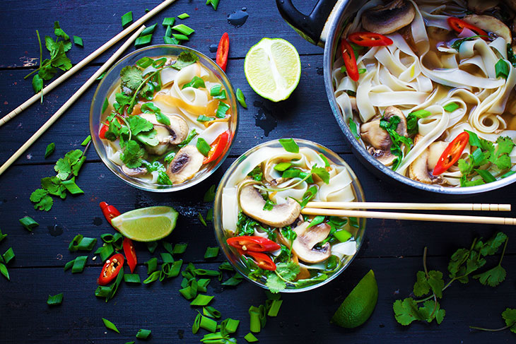 Vegan Pho asian chinese noodle soup supa asiatica cu taitei