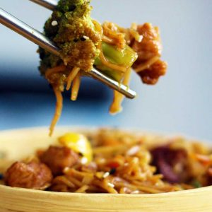 Vegan Stir-Fry cu soia si legume