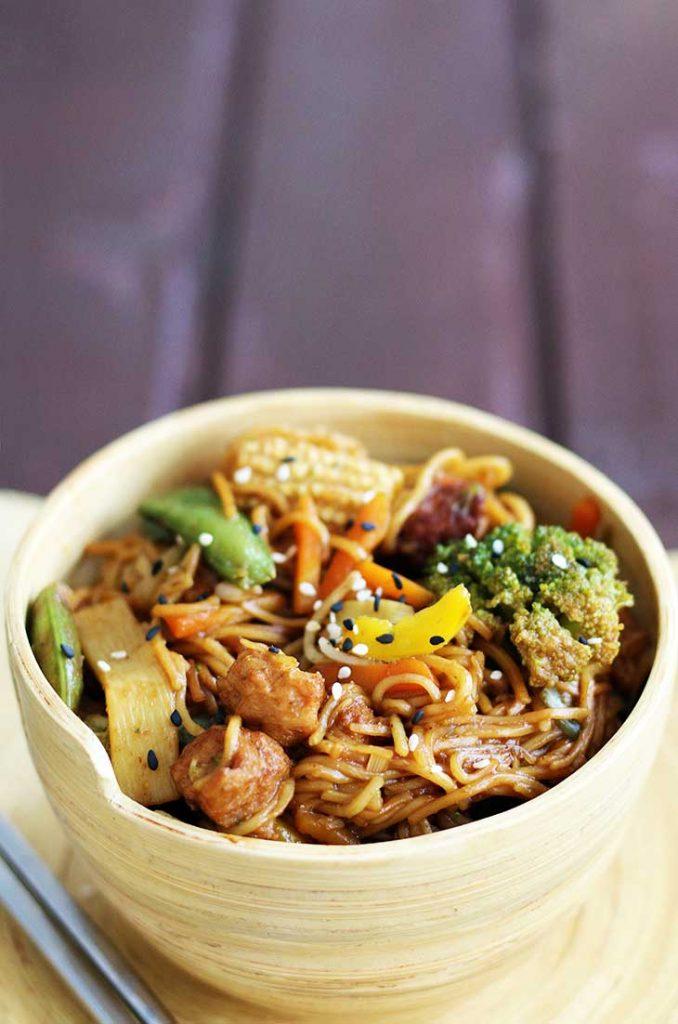 Vegan chicken Stir-Fry cu soia si legume