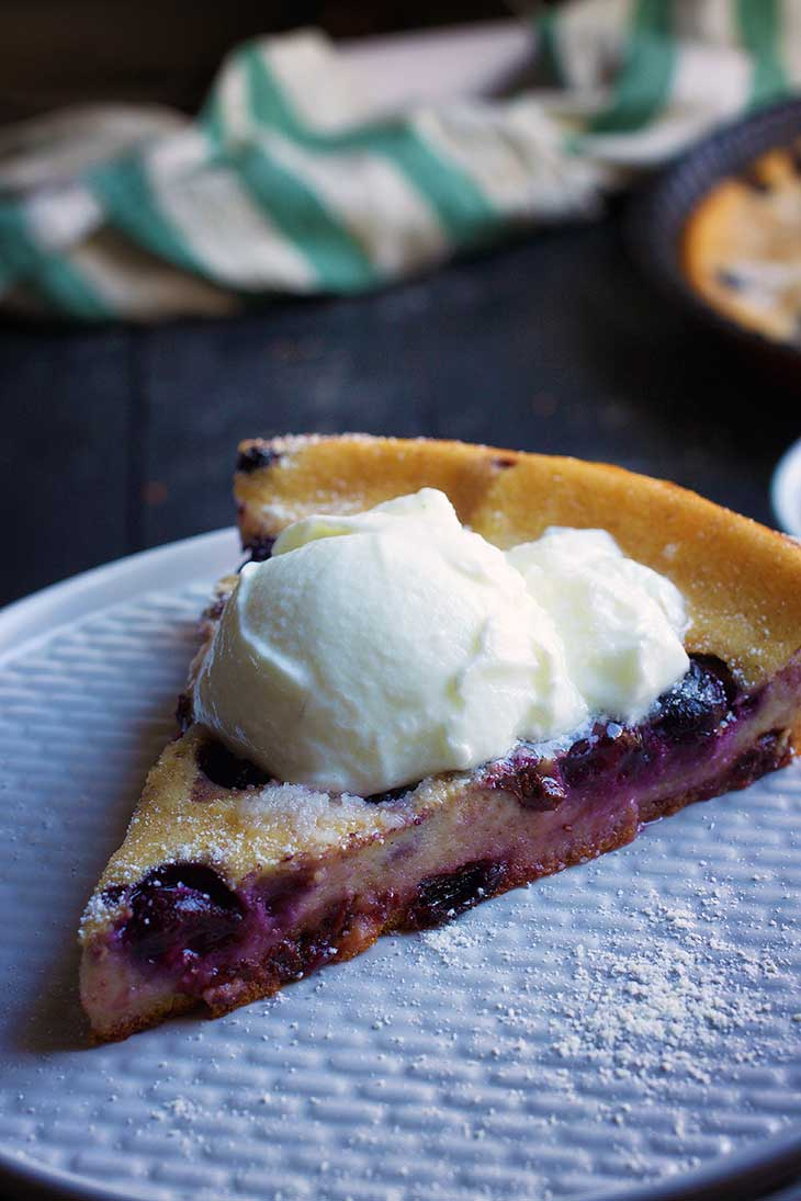 French Vegan Blueberry Clafoutis cu afine