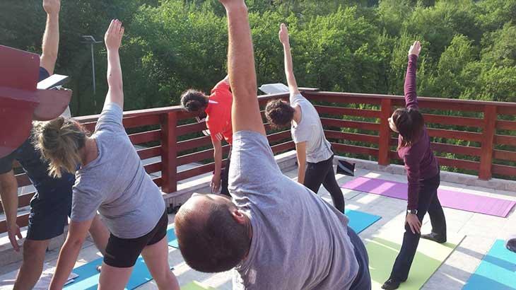 10 Intrebari frecvente despre yoga si raspunsurile lor