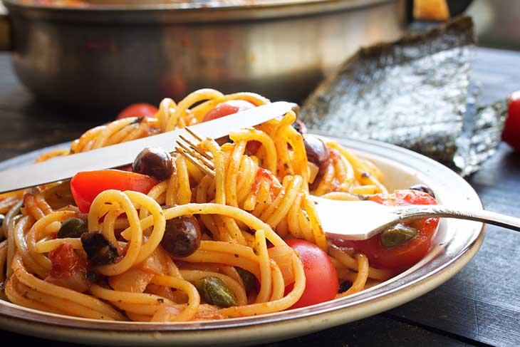 vegan spaghetti alla puttanesca pasta italian