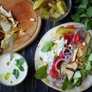 Vegan Gyros Greek Wrap with tzatziki recipe gyros de post