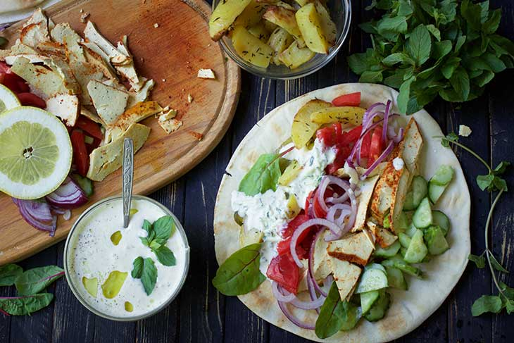 Vegan Gyros Greek Wrap with tzatziki recipe gyros de post