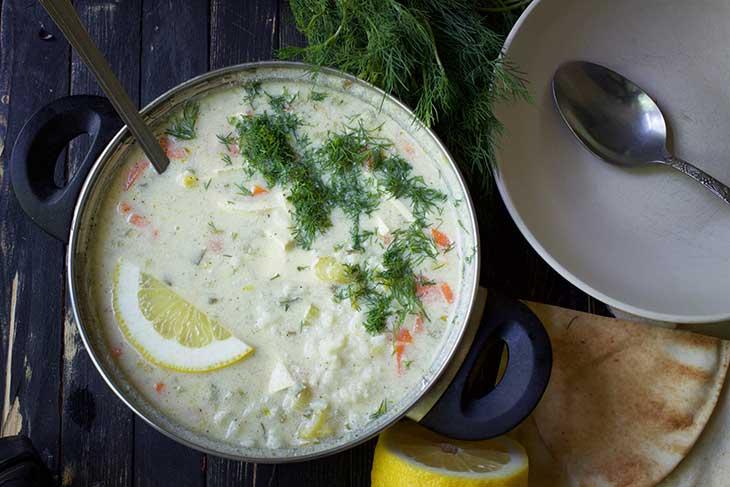 Avgolemono sau supa greceasca cu lamaie si orez