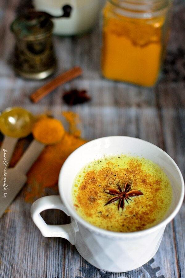 Lapte de aur - cu turmeric si miere de albine