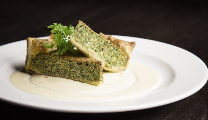 Quiche vegan cu spanac, tofu si caju