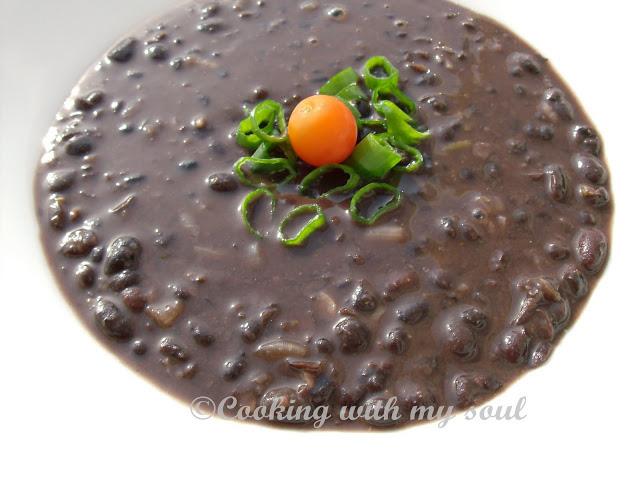 Supa de fasole neagra