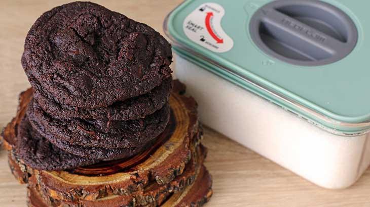 vegan oreo chocolate chip cookies cu ciocolata