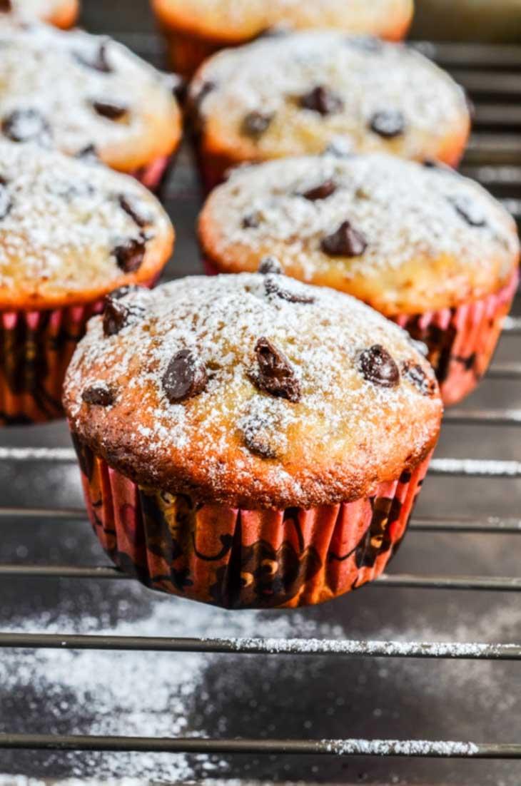 Muffins cu banane si picaturi de ciocolata de post