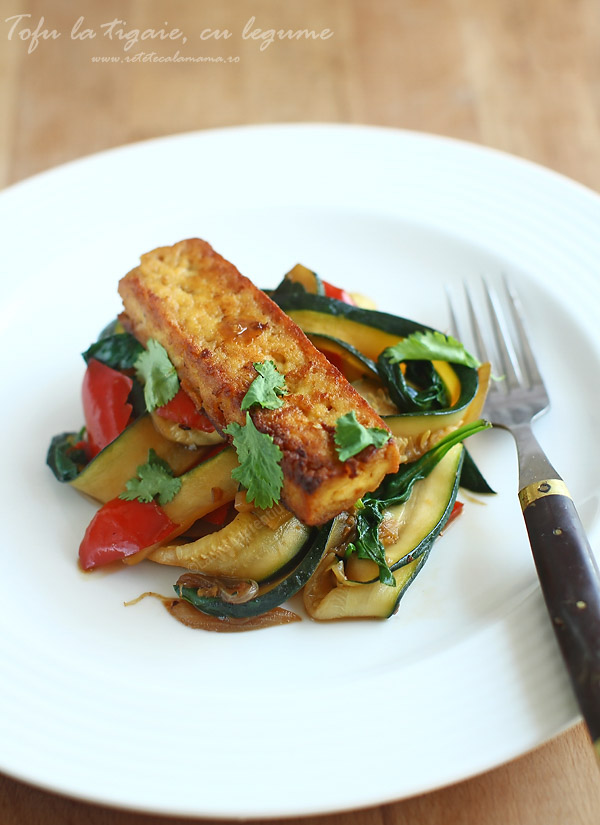 Tofu cu legume de vara la tigaie
