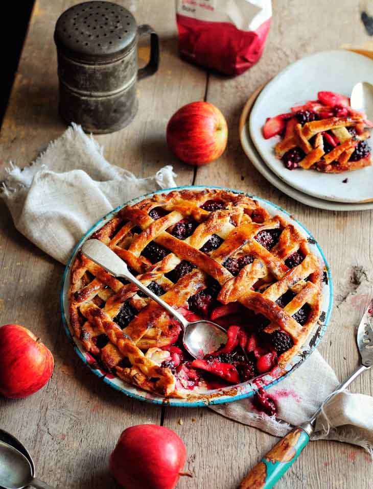 Essential Waitrose Apple & Blackberry Pie