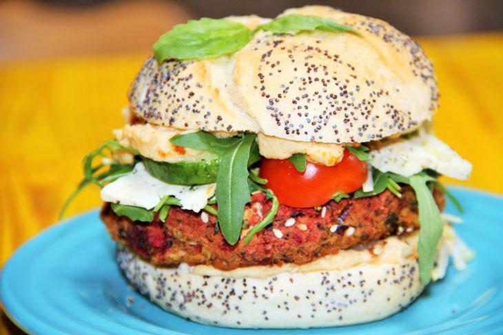 """Cel mai delicios """"beef"""" burger vegan"""