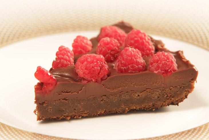 Tarta cu ciocolata si zmeura