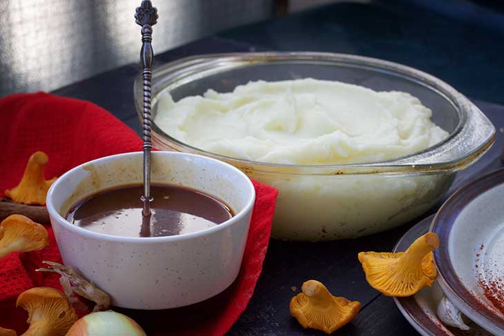 How to Make Vegan Gravy for mashed potatoes