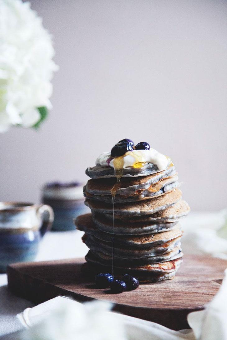 Vegan pancakes with banana & berries