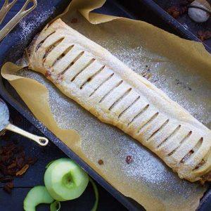 Vegan Apple Strudel cu mere de casa
