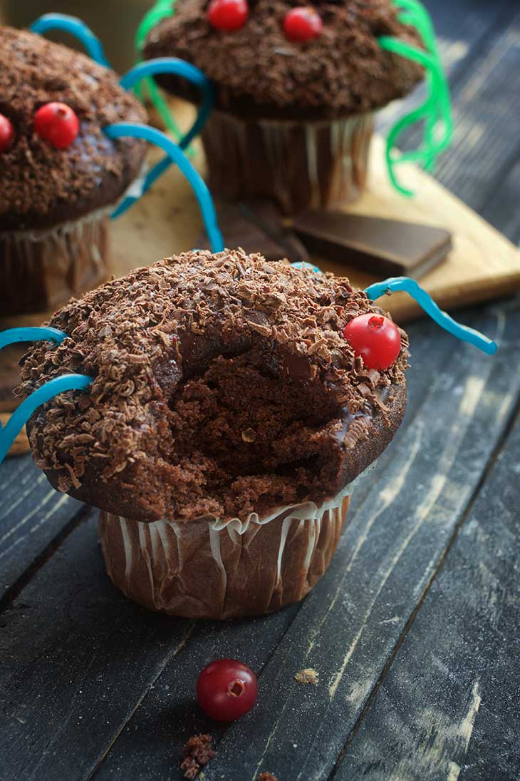 chocolate vegan spider cupcakes for Halloween paianjen