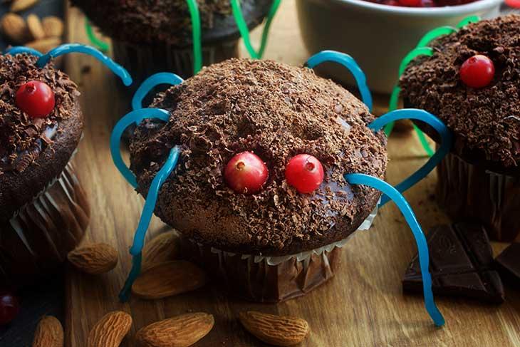 easy vegan spider cupcakes for Halloween