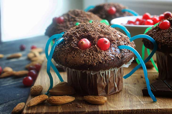 fun vegan spider cupcakes for Halloween