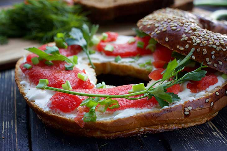 how to make vegan salmon bagel with cream cheese