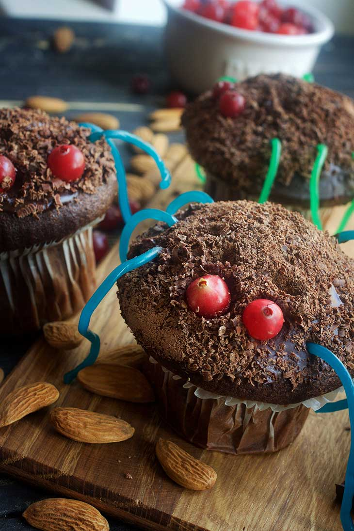 kid friendly vegan spider cupcakes for Halloween