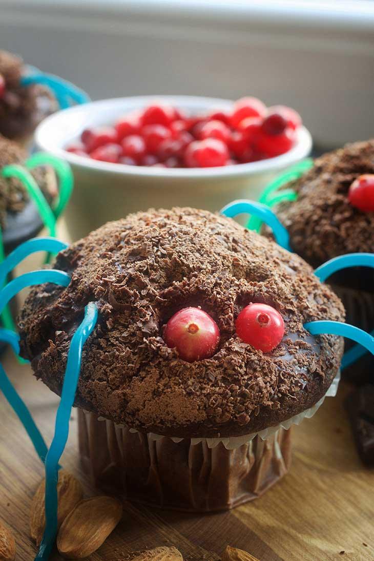 quick vegan spider cupcakes for Halloween