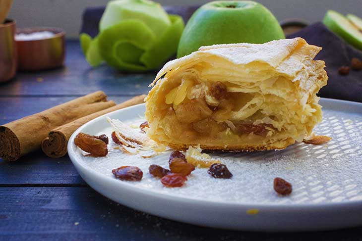 recipe for Vegan Apple Strudel puff pastry