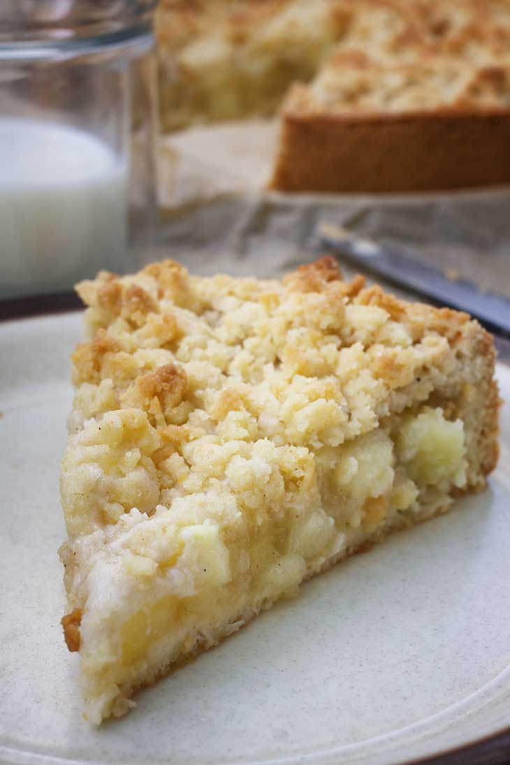 vegan apple streusel cake slice
