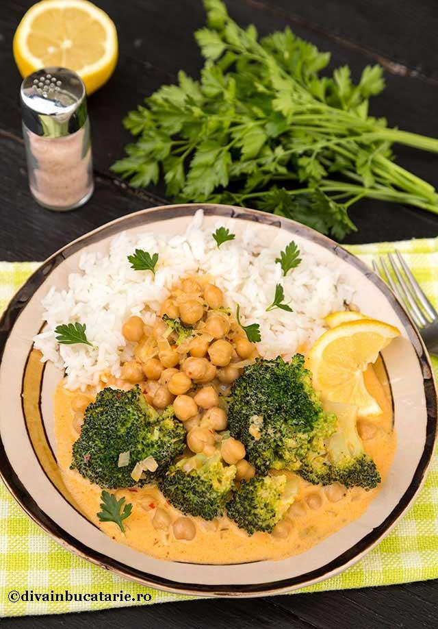 Curry cu naut si broccoli
