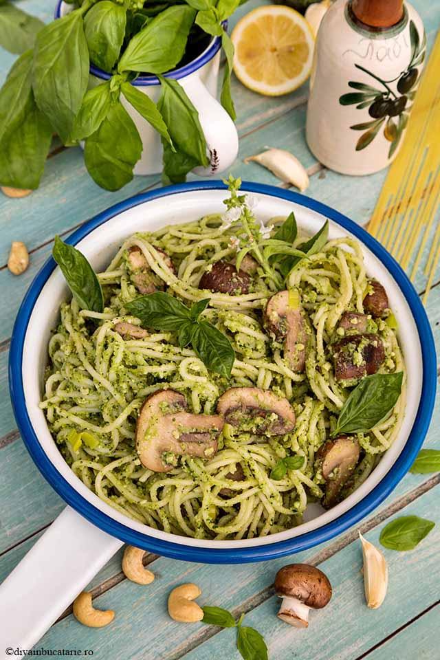 Spaghetti cu ciuperci, praz si pesto vegan cu broccoli