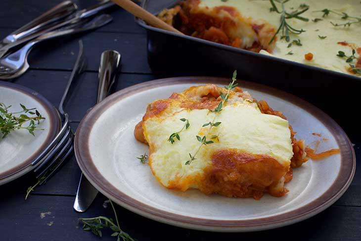 vegetarian cottage pie lentil pie serving musaca de cartofi cu linte
