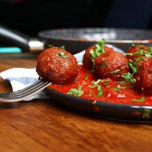 Black Bean Meatballs chiftelute de fasole in sos