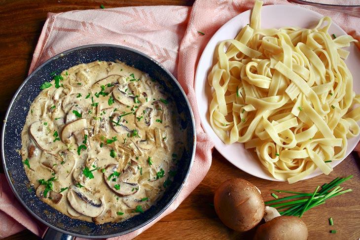 Mushroom Stroganoff Pasta stroganoff de ciuperci cu paste